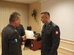 Robert Stanisławki odbiera nominację (fot. st. sierż. Krzysztof Jaskulski)