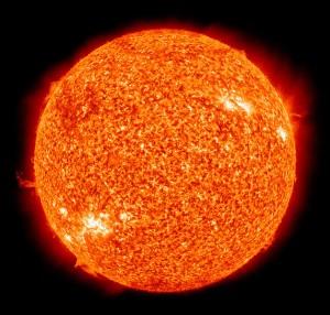 Słońce widziane przez Obseratorium Słoneczne NASA w filtrze H_alfa. Zródło - NASA, Wikipedia i Astronomical Picture of the Day (APOD).