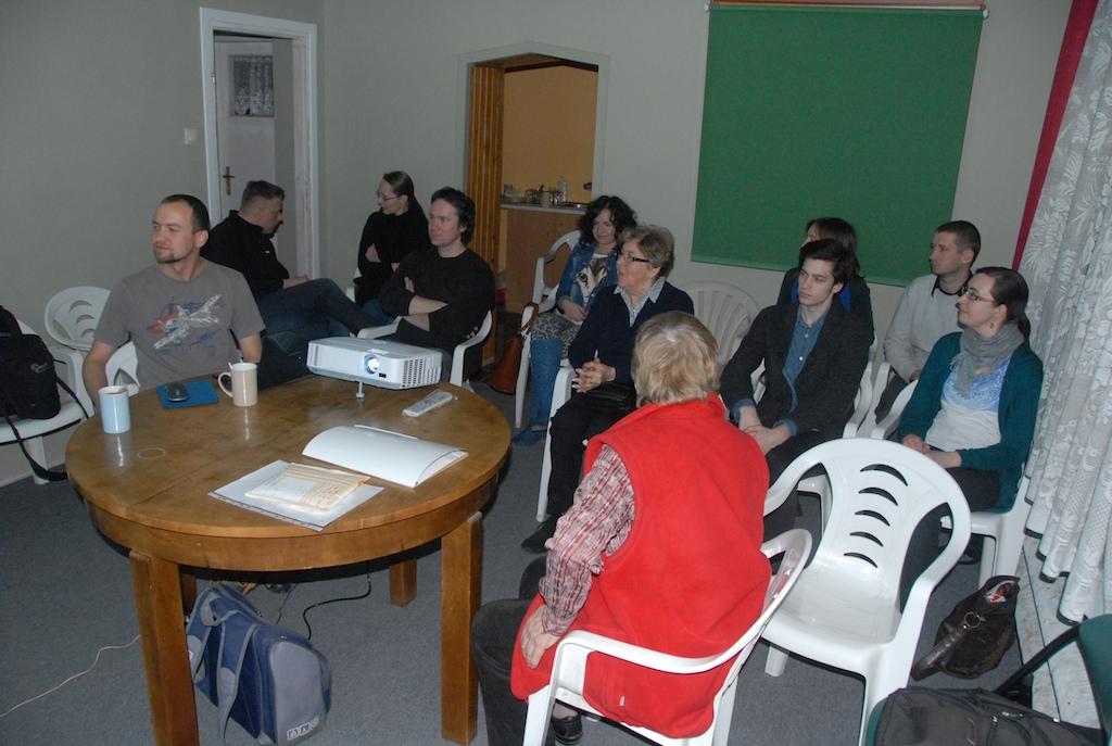 Publiczność słuchająca opowieści Łukasza o Australii.