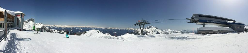 Panorama ze szczytu Madritsche (Alpy Karnickie) . Ośrodek narciarski Nassfeld Hermagor, Karyntia, Austria. Fot. M. Kolonko.