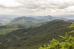 Panorama ze szczytu Wysokiej przepiekna. Widok na Haligowski Grzebień i Pieniny Właściwe.