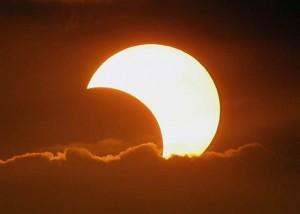 Przykładowy kadr z częściowego zaćmienia Słońca. Zdjęcie autorstwa Davida Reneke.