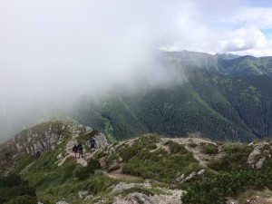 Wędrówka w nasuwającej się na Brestovą chmurze.