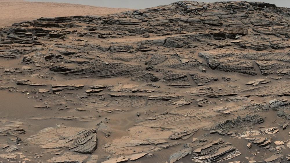 Skamieniałe wydmy marsjańskie sfotografowane przez kamerę łazika Curiosity.