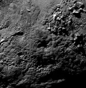 Góra (wulkan) Wright'a na Plutonie, zdjęcie z sondy New Horizons.