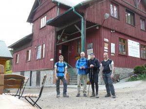 Grupa ultramaratończyków na Leskowcu