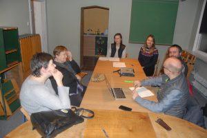 6 osób + fotografujący na Zebraniu Zarządu