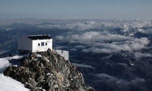 Schron Vallot na wysokości 4369 m npm. Żródło zdjęcia - digiart.