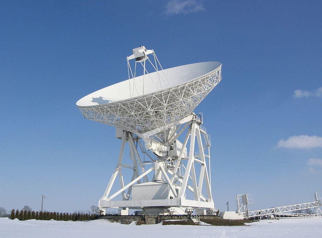 RT-4, radioteleskop o średnicy 32 m, w Piwnicach koło Torunia. Autor zdjęcia: Roman Feiler.